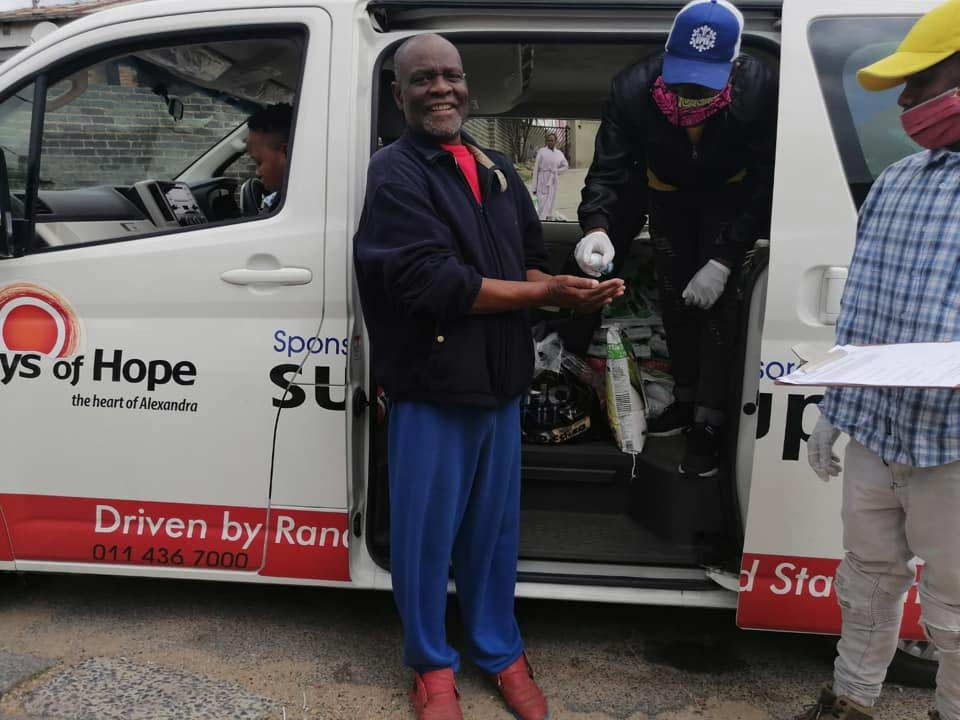 South-Africans-Helping2
