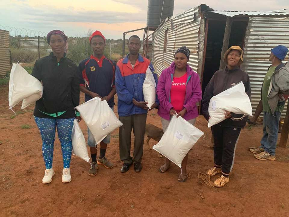 South-Africans-Helping4