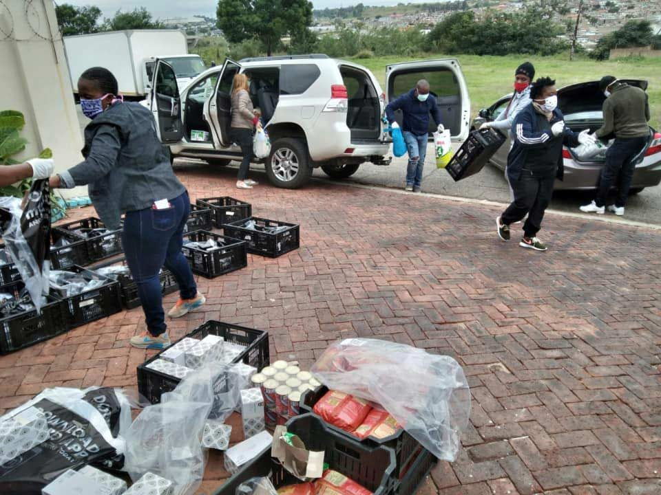South-Africans-Helping6