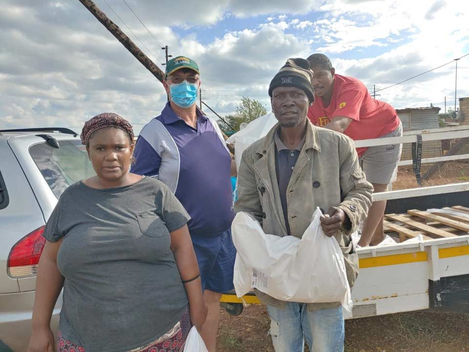 South-Africans-Helping8